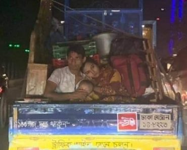 Photo Shows that True Love Matters More Than Riches to Some Girls
