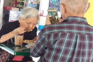 Sweet Photo of Old Man Taking a Picture of His Wife Goes Viral
