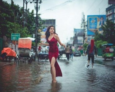 Mermaid in Disaster: Gorgeous Lady Goes Viral for Photoshoot in Flooded Streets