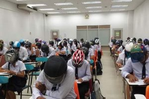 Anti-Cheating Tactics? Photos of Students Wearing Helmets During Test Draw Mixed Reactions