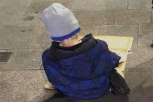 Heartbreaking Photo of Homeless Boy Eating Food from a Box in the Street Goes Viral