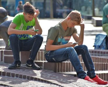 Study: Spending a Lot of Time on Social Media May Not Make Teens Depressed After All