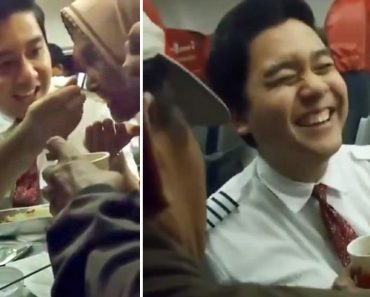 Kind Flight Attendant Goes Viral for Feeding Old Lady Who's Scared of Flying, Keeping Her Calm