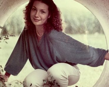 Loving Child Proudly Shares Photo of Beautiful Mom That was Taken by Dad in the Late 70s