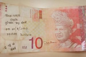 Malaysian Seeks Help to Find Original Owner of RM10 with Heartbreaking Note