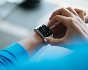 Smartwatch Band Can Help Detect Heart Problems, But Doctors Still Required