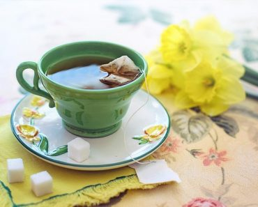 New Study Suggests That Drinking Green Tea, Instead of Black, Can Help You Live Longer