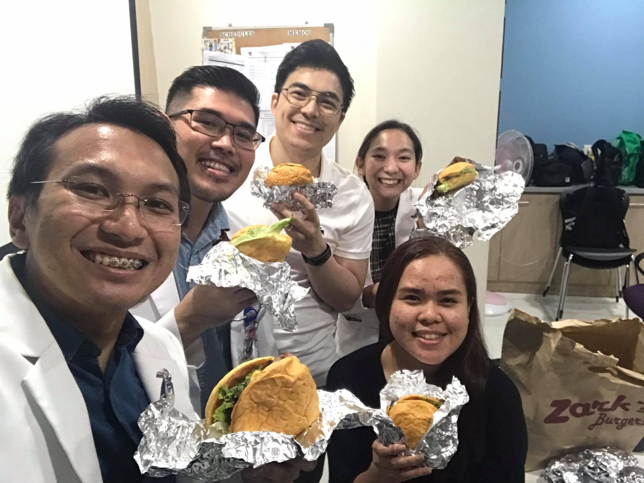 Zark's Burgers give free food to hospital workers