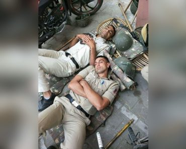 Photo of COVID-19 Frontliner Cops Sleeping on the Ground Goes Viral