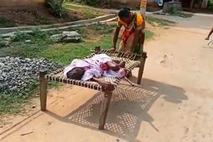Woman Drags 100-Year-Old Mom's Cot to Bank, Manager Insisted Physical Verification