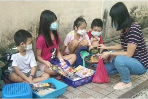 Kids Sell Noodles, Other Stuff to Help Parents Who Lost Jobs Due to COVID Crisis