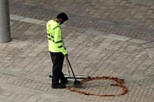 Sad Worker in Dubai Misses Family, Goes Viral as He Draws a Heart on Pavement