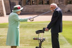Queen Knights War Veteran Who Raised $41 Million for NHS after 100 Laps in His Garden