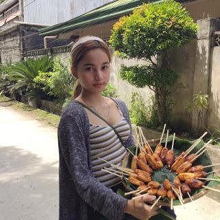 gorgeous banana cue vendor
