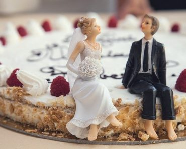 Couple Shocked after Message on Wedding Cake Goes Horribly Wrong