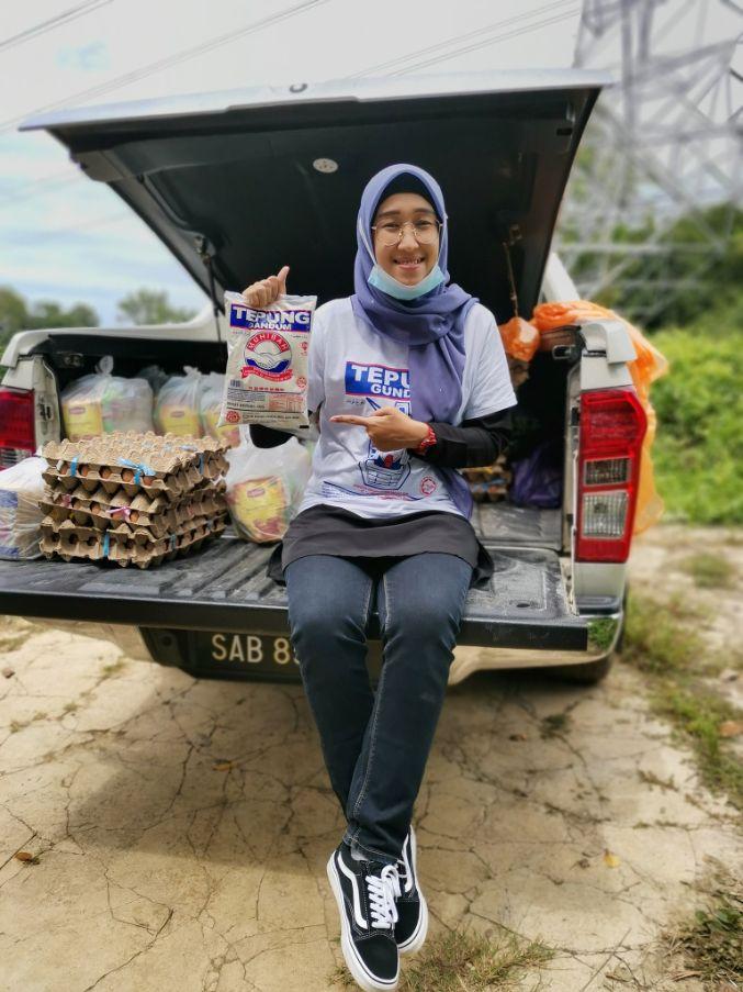 teachers give food