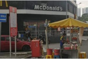 Brave Guy Opens Burger Stand in Front of McDonald's, Gets Applauded by Company