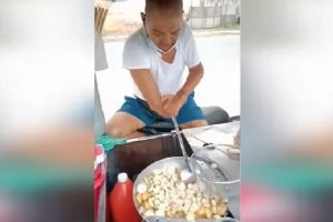 Man With No Hands, Praised for Selling Fishball to Support Family