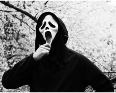"""Even the """"Scream"""" Cast Have No Idea Who's Behind the Ghostface Mask While Shooting"""
